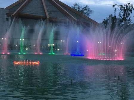 تصویر از افتتاح بزرگترین آب نمای موزیکال کشور در کلانشهر رشت
