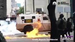 تصویر از فیلم | زیر گرفتن معترضان با خودرو جنگی در ونزوئلا