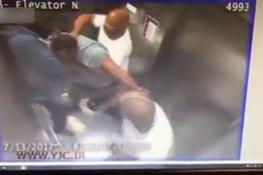 تصویر از فیلم | حمله سه مرد به فردی در آسانسور