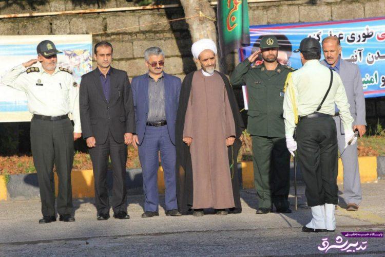 تصویر از صبحگاه مشترک نیروهای نظامی و انتظامی شهرستان لاهیجان بمناسبت آغاز هفته نیروی انتظامی