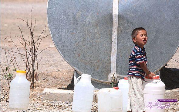 تصویر از پر کردن بشکه های آب با طی مسافت طولانی در مرکز یک استان! آبفای گیلان و عدم پاسخگوئی مشکل آب شرب محله معلولین رشت
