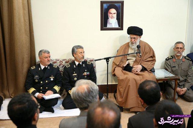 تصویر از رهبر انقلاب در دیدار با فرماندهان نیروی دریایی ارتش:  حضور در آبهای آزاد همچون گذشته باید ادامه یابد
