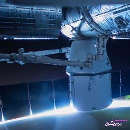 تصویر از استفاده همزمان از فضاپیما و موشک استفاده شده اسپیس ایکس در پرتاب تاریخی