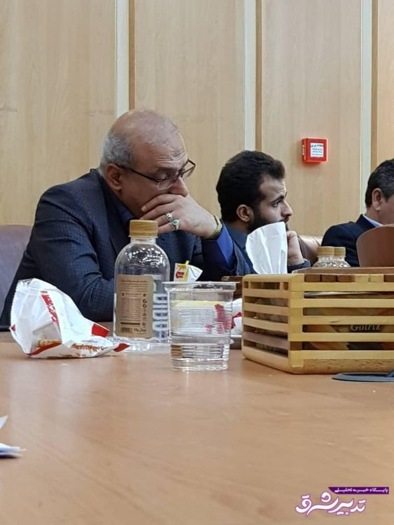 تصویر از در حاشیه جلسه ستاد ساماندهی جوانان با معاون وزیر ورزش؛ خواب شیرین آقای مدیرکل + تصاویر
