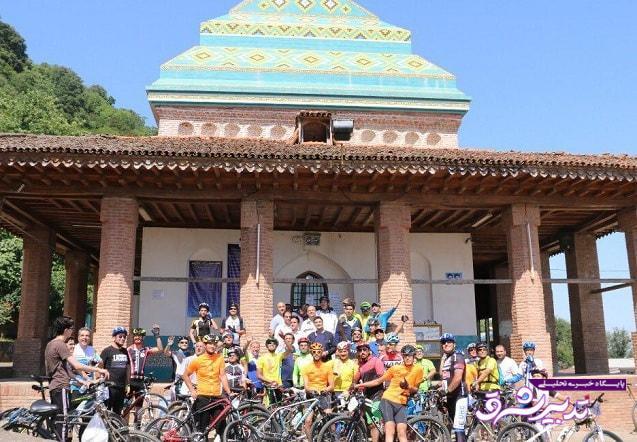 تصویر از تور دوچرخه سواری با حضور شهردار، رییس و اعضای شورای شهر لاهیجان و رییس پلیس راه گیلان برگزار شد
