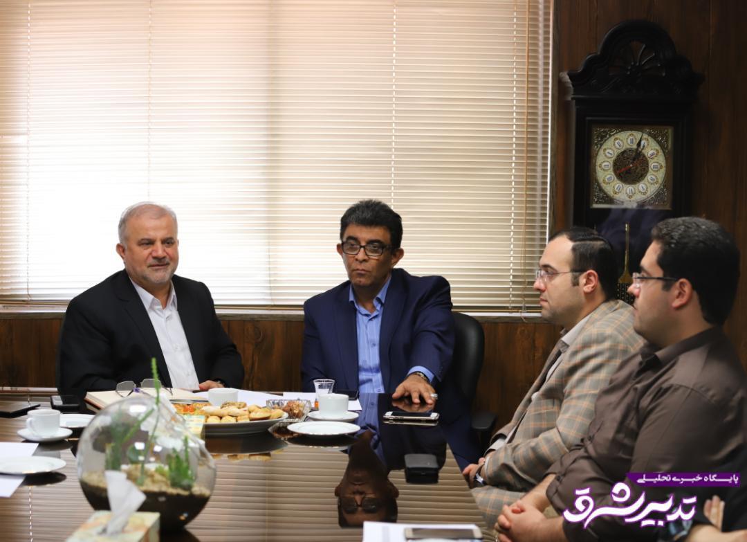 تصویر از دیدار و گفتگوی صمیمی با مدیران و پرسنل منطقه سه و پیگیری مشکلات پرسنل