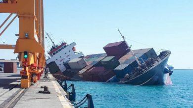 تصویر از واژگونی یک کشتی کانتینری در بندر شهید رجایی