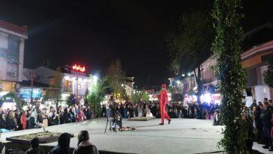تصویر از گزارش تصویری از آخرین اجرای تئاترخیابانی شادی های نوروزی به مناسبت سال نو در قالب پروژه تئاتر خیابانی دائم