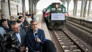 تصویر از با حضور استاندار گیلان؛ ورود اولین قطار باری به ایستگاه راه آهن رشت