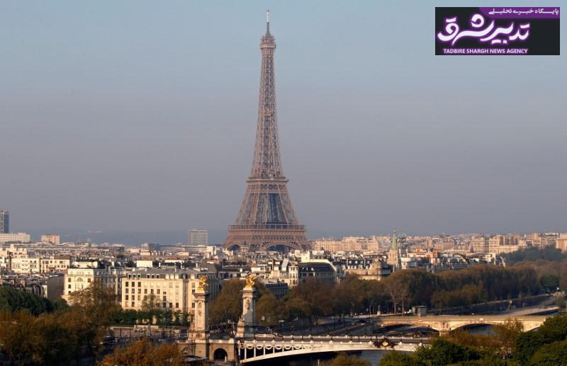 طبق اعلام مرکز آمار فرانسه، تورم بخش خدمات در ماه می منفی ۰.۲ درصد بوده است و تورم این بخش در بازه زمانی منتهی به می نیز تنها ۰.۶ درصد اندازهگیری شده که ۰.۴ درصد کمتر از رقم ثبت شده در ۱۲ ماه منتهی به آوریل است.  برخی از کارشناسان با توجه به کاهش بهای انرژی و به ویژه نفت در بازارهای جهانی پیشبینی کرده بودند که تورم فرانسه در سطح زیر یک درصد باقی بماند. نرخ تورم فرانسه هنوز فاصله زیادی با تورم دو درصدی هدف گذاری شده توسط بانک مرکزی اروپا برای ۱۹ کشور عضو منطقه یورو دارد.  متوسط نرخ تورم فرانسه در بازه زمانی ۱۹۵۸ تا ۲۰۱۹ معادل ۴.۳۸ درصد بوده است که بالاترین رقم ثبت شده مربوط به تورم ۱۸.۸ درصدی آوریل ۱۹۵۰ و پایینترین تورم ثبت شده نیز مربوط به تورم منفی ۰.۷ درصدی ماه ژوئیه سال ۲۰۰۹ بوده است.  تورم در دیگر کشور فرانسوی زبان اروپایی یعنی بلژیک نیز کاهشی بوده است.  طبق اعلام مرکز آمار این کشور تا پایان ماه می تورم به ۱.۸۹ درصد کاهش پیدا کرده که در مقایسه با تورم بازه زمانی مشابه ماه آوریل ۰.۸ درصد کاهش یافته است. تورم ماهانه بلژیک نیز تنها ۰.۰۲ درصد اندازهگیری شده است