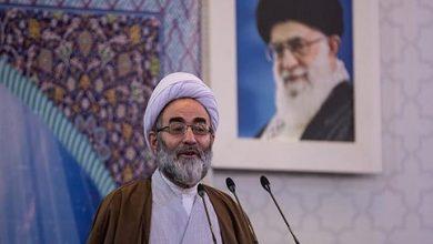 تصویر از امام جمعه رشت:چالش با آمریکا بهتر از سازش با آنان است