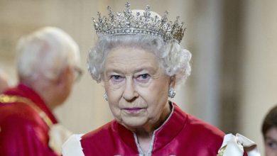 تصویر از ملکه بریتانیا در اقدامی نادر برای مردم انگلیس سخنرانی میکند