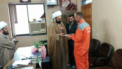 تصویر از در دفتر امام جمعه لنگرود انجام شد:تقدیر حجت الاسلام نقوی از پاکبان وظیفه شناس
