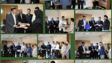 تصویر از اقدام جالبی که در روز روابط عمومی انجام شد مدیریت شهری لاهیجان با حضور در اداره ارتباطات شهرداری از کارکنان این مجموعه تقدیر کردند